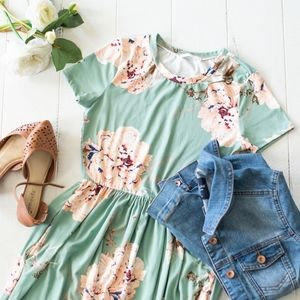 🌸1 LEFT🌸Mint Peach Floral Maxi Dress